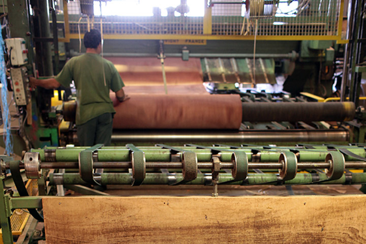 plywood peeling manufacturing machine at toubois factory